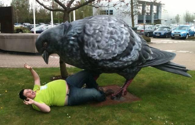 Скульптуры, с какими возможно исполнить занятные снимки (18 фото)