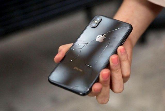 Новейшие телефоны iPhone Х стали весьма непрочными (3 фото)