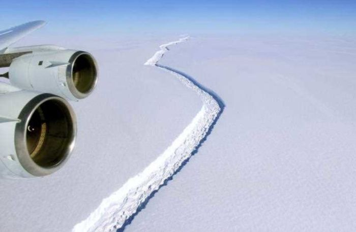 Весом в триллион тонн на Антарктиде откололся айсберг (5 фото)