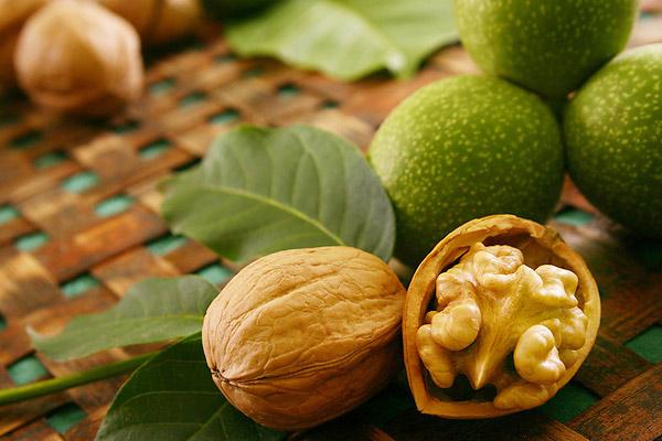 9. Грецкие орехи.
