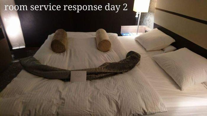 Необыкновенное общение творческого гостя отеля со служанкой (17 фото)