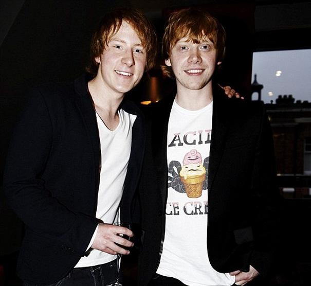 19. Руперт Гринт и Энтони Найт на съемках Гарри Поттера.