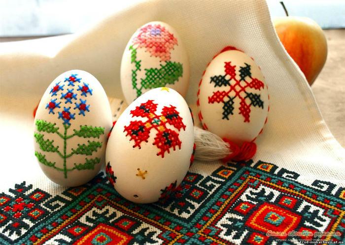 Образцы замечательного декора яиц к светлому праздничному дню Пасхи