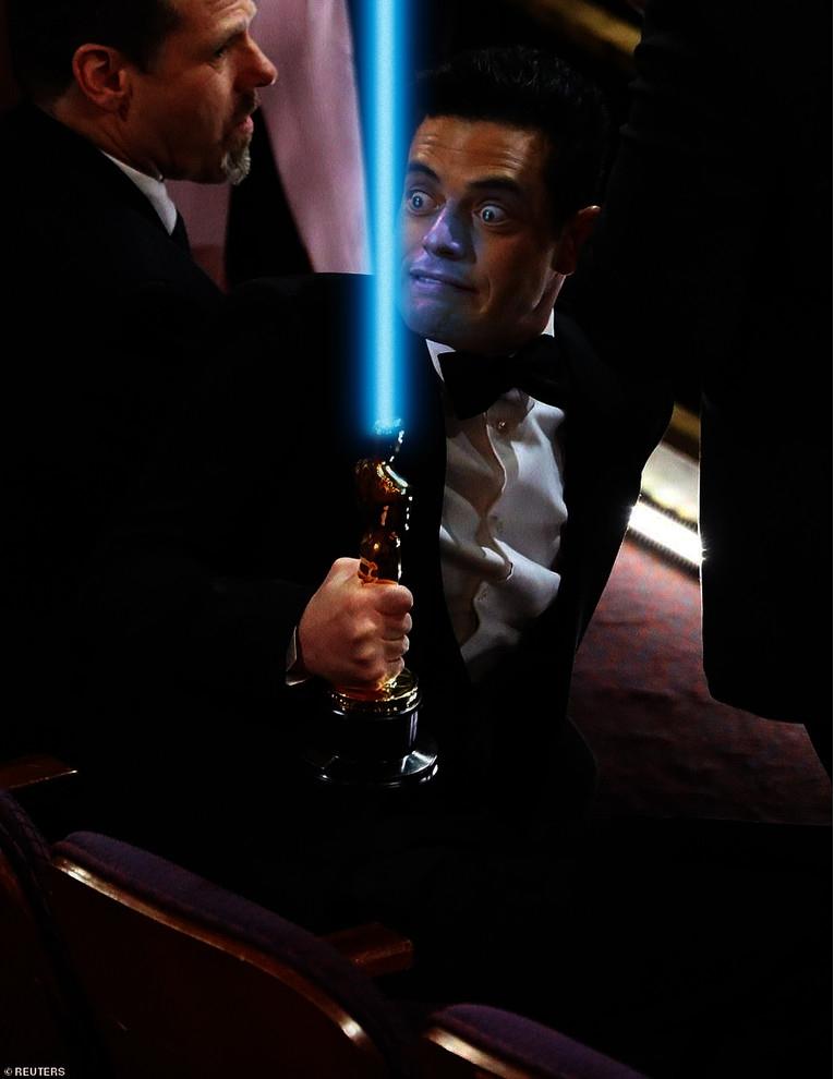 Рами Малек так вцепился в «Оскар», что стал героем фотожаб (20 фото)
