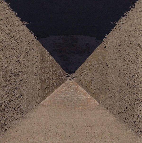 Одна из пирамид в Гизе сверху выглядит так