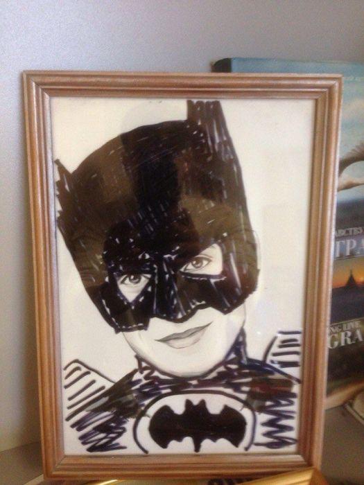 Троллинг в офисе над портретом коллеги (34 фото)