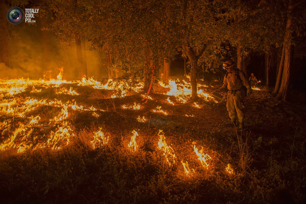 Борьба бушующих Калифорнии Пожары