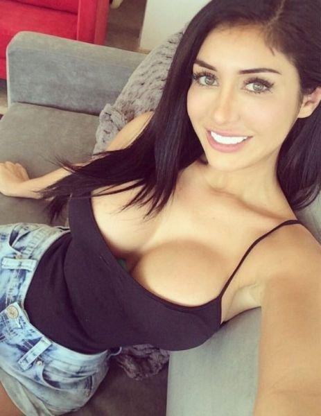Фото девак с красивой грудью