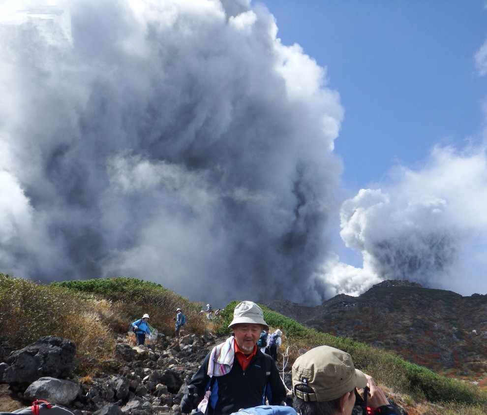 Гора Ontake в Японии извергается