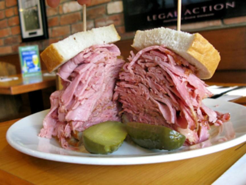 Фото Сандвич из солонины в Торонто