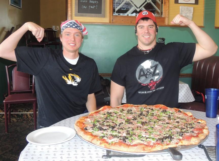 Фото Гигантская пицца Schiappa's