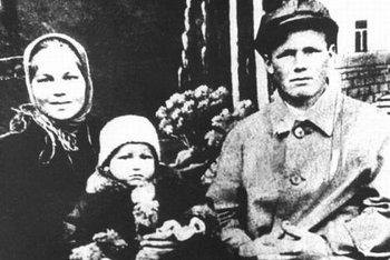 В детстве и молодости, политики и известные люди. Фото. - Борис Ельцин
