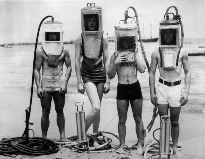 Первые гидрокостюмы, напоминавших жутких роботов, очень редкие (8 фото)
