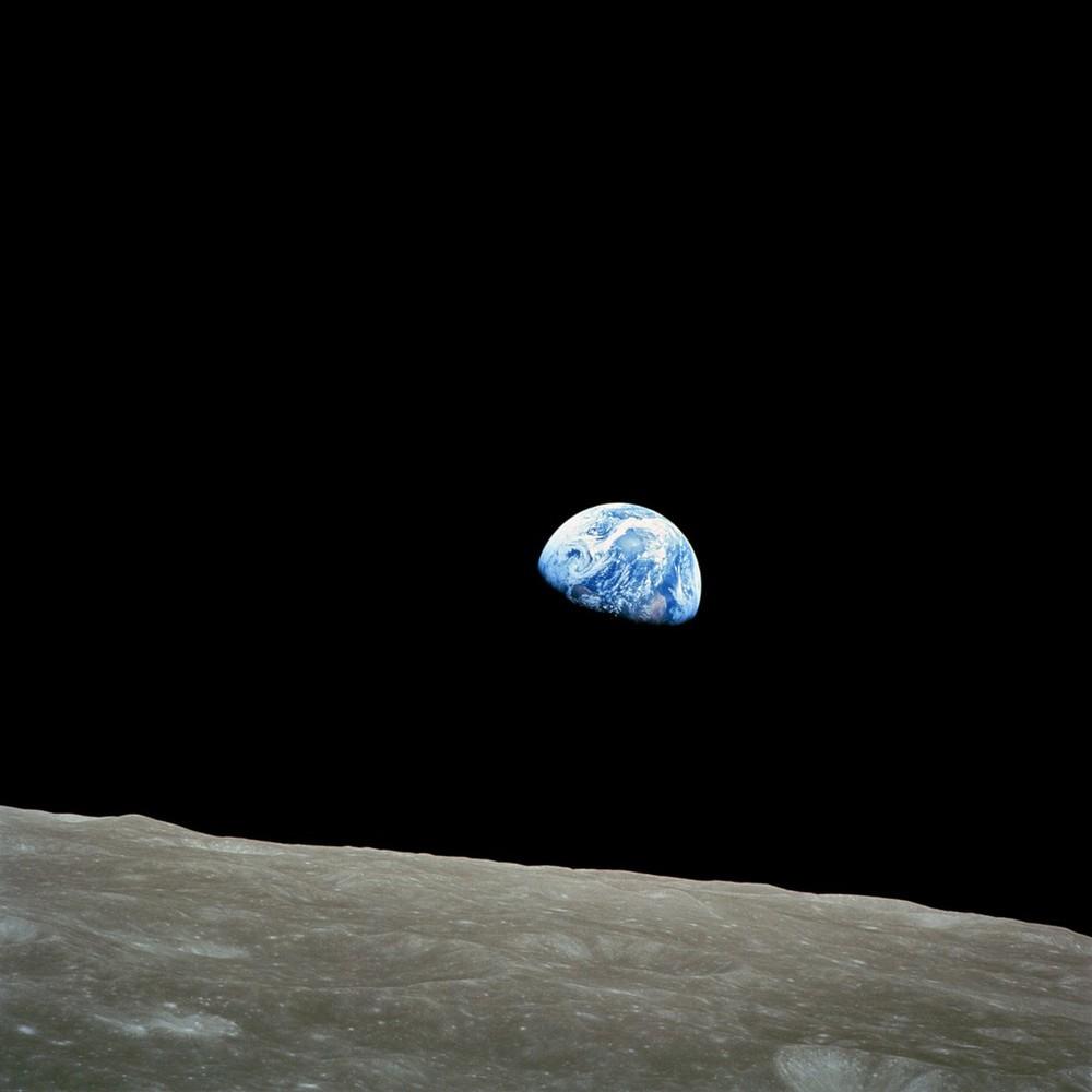Восход Земли, сфотографированный 24 декабря 1968 года астронавтом Уильямом Андерсом во время миссии Apollo.