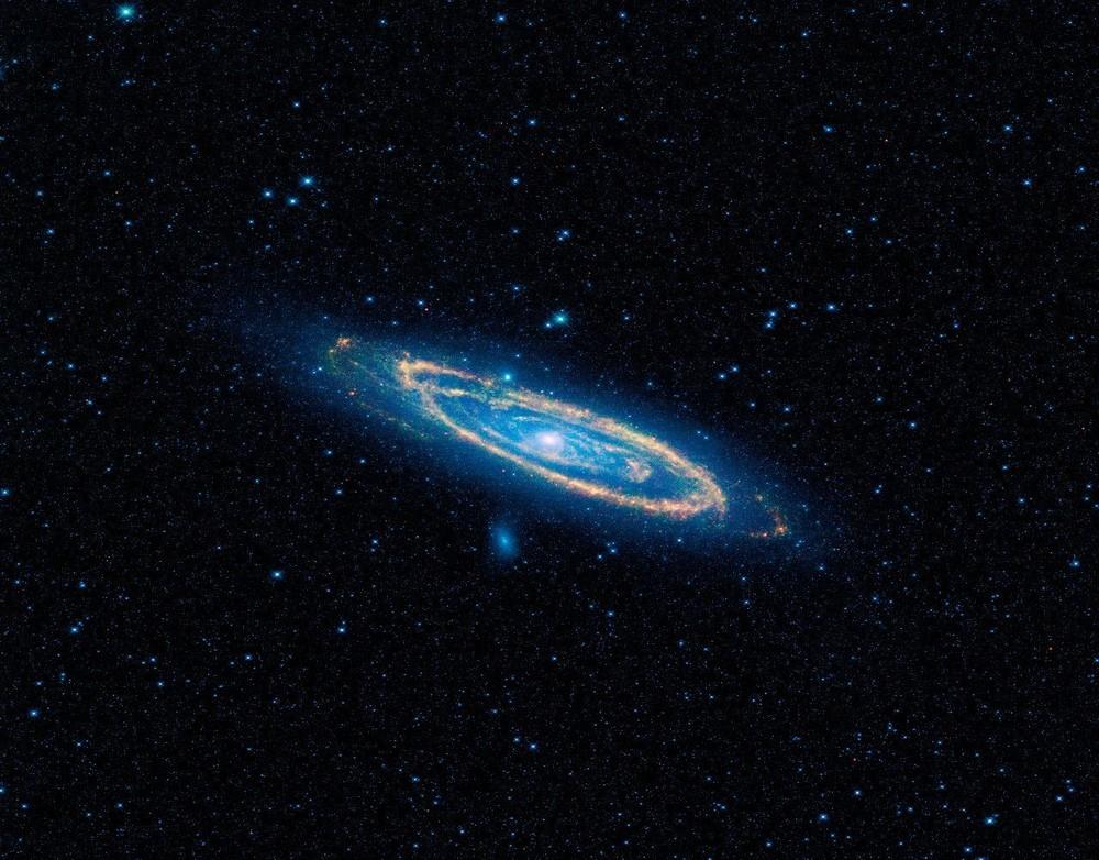 Галактика Андромеды, сфотографированная телескопом Wide-field Infrared Survey Explorer (WISE) в 2010 году.