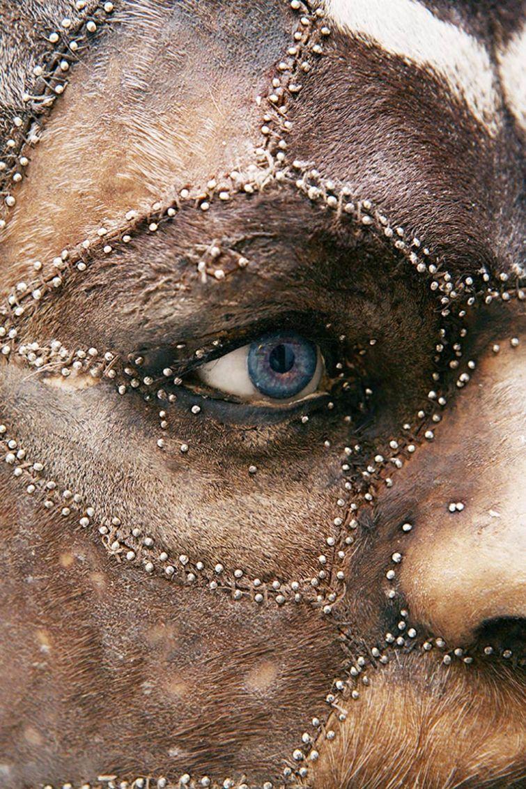 людей с лицами животных