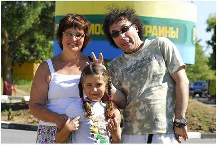 Знаменитости в семейном кругу (27 фото)