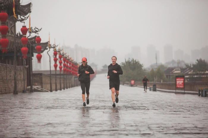 Марк Цукерберг, основатель Facebook, посетил Китай и Индию (22 фото)