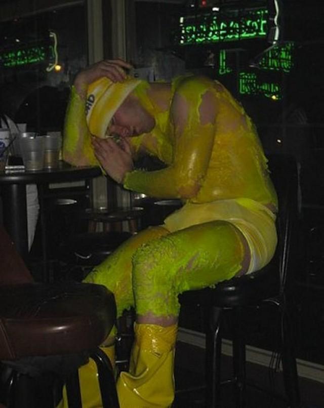 Большая и весёлая подборка очень пьяных и спящих людей. Часть 11 ( 135 фото ).