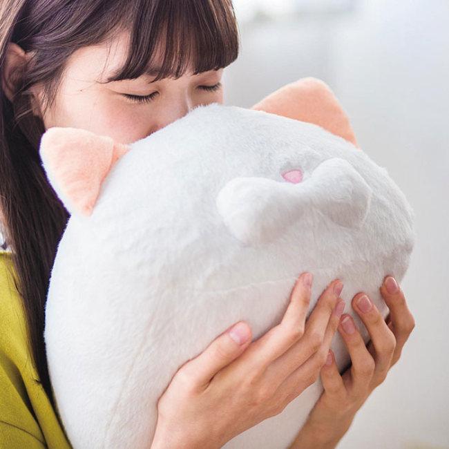 Выпустили парфюм с ароматом кошачьего затылка в Японии(5 фото)