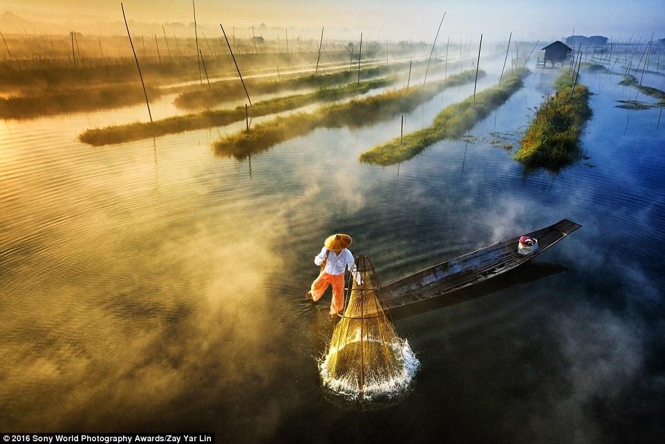 Рыбак на озере Инле в Мьянме