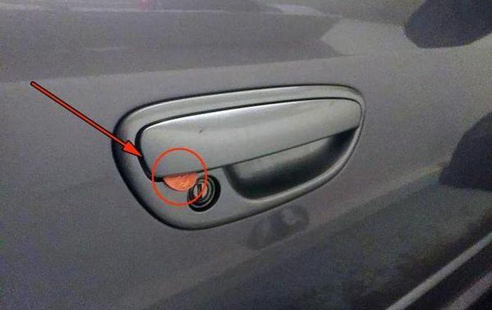 Осторожно! Автоугонщики придумали новую тему! (3 фото)