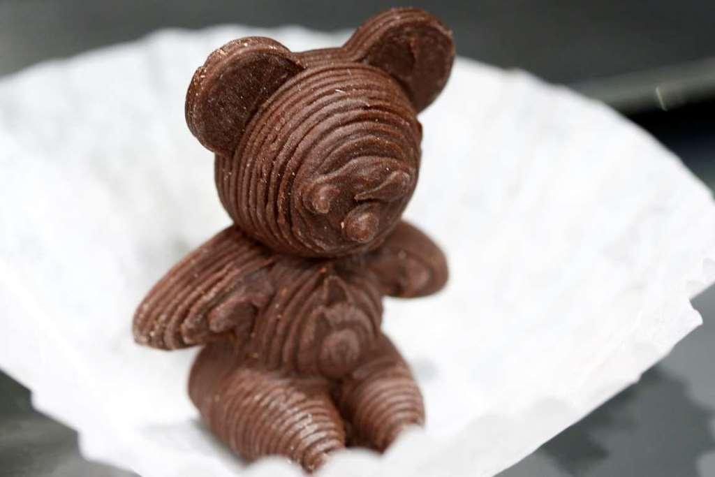 1. Шоколадный медведь, напечатанный на 3D-принтере на выставке IFA Electronics в Берлине.