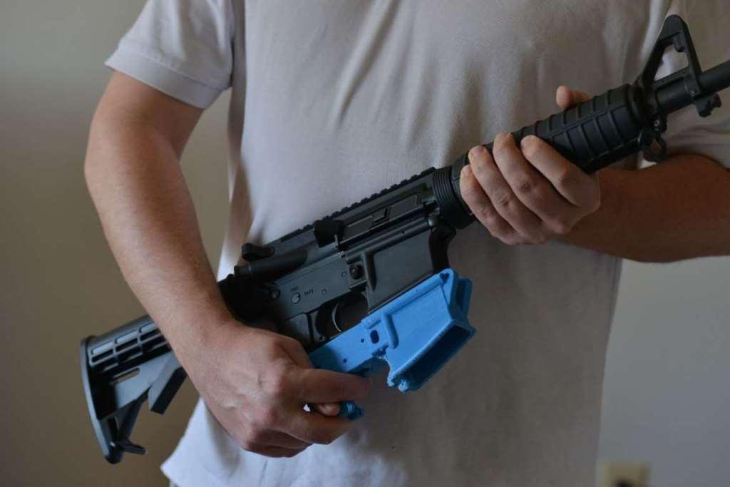 9. Винтовка AR-15 состоит из частей, которые были напечатаны на 3D-принтере