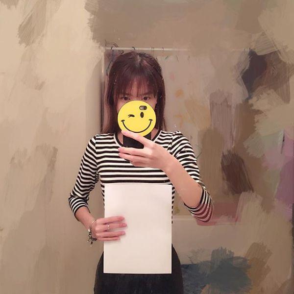 Китаянки показывают грациозность талии при помощи листка бумаги А4 (26 фото)