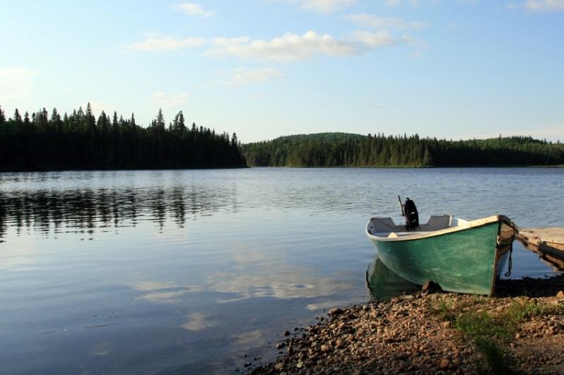 Большое Невольничье озеро – самое глубокое озеро Канады и Северной Америки. фото