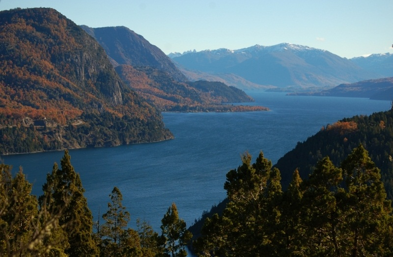 Сан-Мартин / О'Хиггинс - самое глубокое озеро Южной Америки. фото