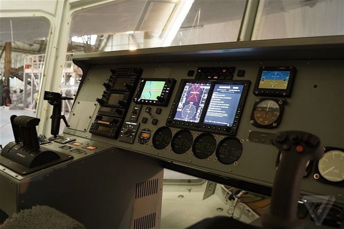 Самый огромный в мире дирижабль Airlander 10 подготавливают к авиационным проверкам (20 фото)